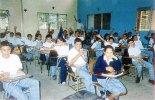 Jóvenes reciben el pan de saber en medio de un bonito ambiente y amplias aulas de clase.