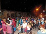 """Los habitantes de sectores aledaños al barrio """"Las Crucitas"""" acompañaron el Vía Crucis."""