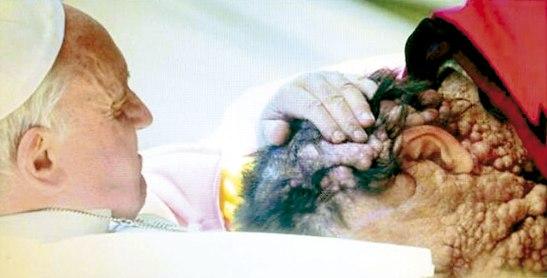 Un acercamiento muestra de la ternura y la emoción del Papa.