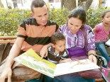 Es importante que los padres aprendan a leer junto a los  pequeños, cuentos infantiles, fábulas e historietas.