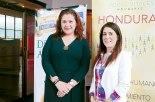 Miriam Kafie, Gerente de Responsabilidad Social Empresarial de SULA y la Directora Ejecutiva de Voces Vitrales, Cecilia Martínez.