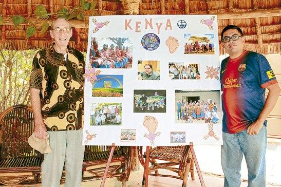 Con el Padre Magella, Párroco de Namanga, Kenia, el cual estuvo como misionero en Honduras en los años 60 y 70.