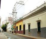 Avenida Cervantes (2da. Calle), desnivel observable desde el parque Central hacia el Ministerio de Salud Pública.