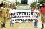 Los niños portaron pancartas con mensajes alusivos a la campaña infantil.
