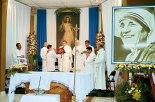 La parroquia Beata Teresa de Calcuta fue creada el ocho de febrero del 2013, en esta ocasión la festividad la presidió el padre Carlo Magno Núñez, canciller de la Arquidiócesis y párroco de Catedral.