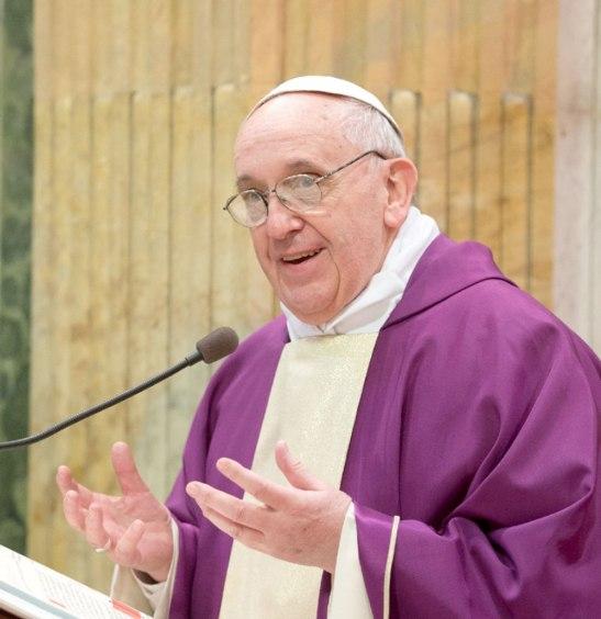 """Los cristianos """"no pueden consumar gestos de violencia contra otras personas."""
