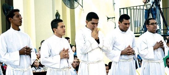 Cinco nuevos diáconos de la Diócesis de San Pedro Sula.