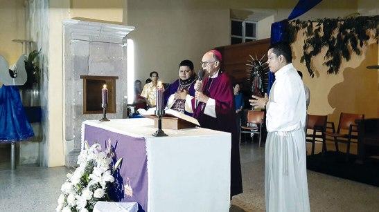 En la celebración eucarística Monseñor Charbonneau entronizó al padre Noé Alexander Briceño Meza.