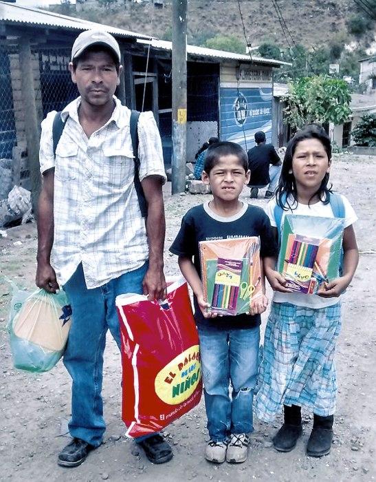 Ayuda con provisión por parte de OMP-A a familias. Ayuda con becas de escuela por partes de OMP-A a familias.