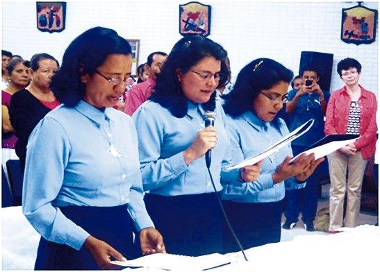 De izquierda a derecha la hermana Lourdes Amador, Rosalina Díaz  y  Gloria Nieves López.