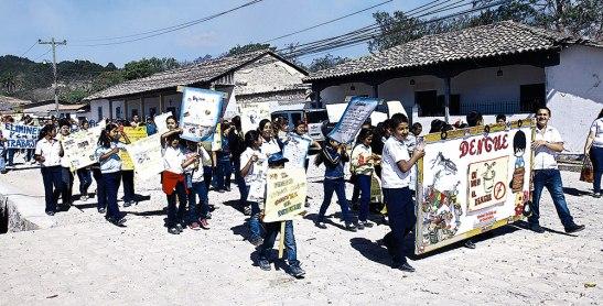 Las actividades iniciaron con un desfile desde la Iglesia  El Calvario hasta la plaza central junto a la parroquia.