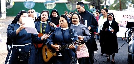 Durante la procesión, se realizaron cantos propios del tiempo de Cuaresma.