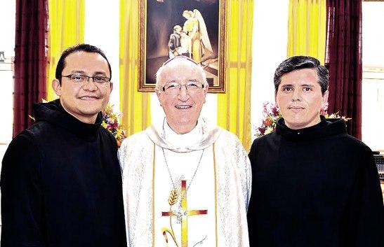 Monseñor Garachana junto a los frailes GudielSánchez y Juan Pablo Salas.