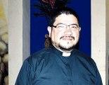 Padre Roberto Bonilla.