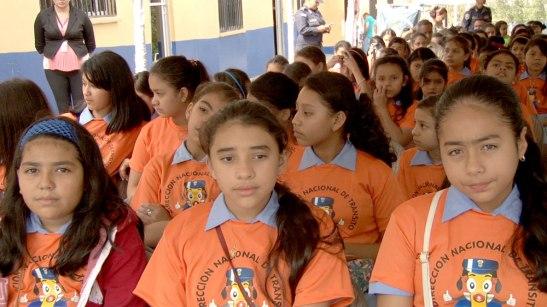 El total de niños que se logran capacitar  dentro de los centros escolares es hasta 200 mil niños anualmente.