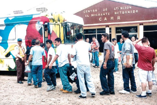 Los hondureños deportados entran por el punto frointeroizo de Corinto.