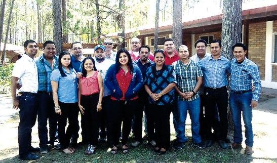 Grupo de estudiantes que participaron en el encuentro.