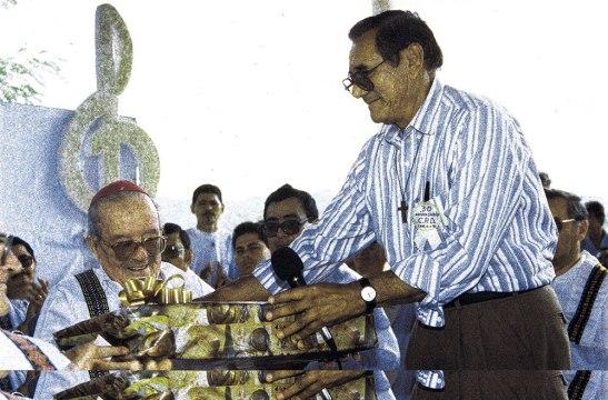 Reconocimiento de los Delegados de la Palabra a monseñor Gerin al                               cumplirse en aquella ocasión 30 años de la Celebración de la Palabra.