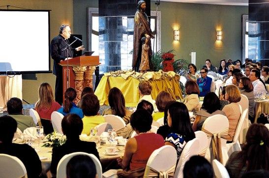 Durante la charla los asistentes estuvieron atentos a la reflexión hecha por el Cardenal Rodríguez.
