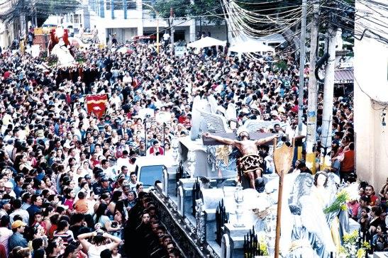 Las calles de Tegucigalpa lucieron abarrotadas por la gran cantidad de feligreses que acompañaron el Santo Entierro.