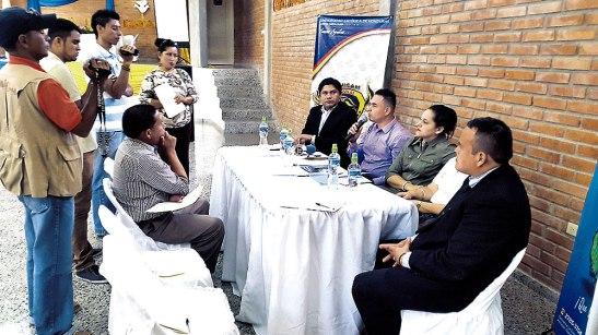 Rueda de prensa dando a conocer el difícil problema de la trata de personas a los medios locales y departamentales.