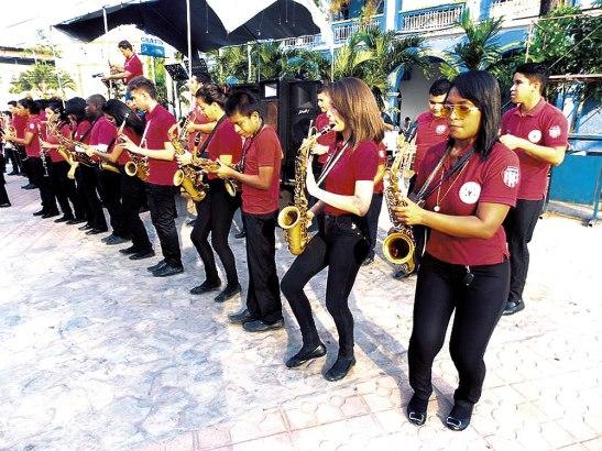 La Banda Marcial del Instituto San Isidro deleito a los presentes.