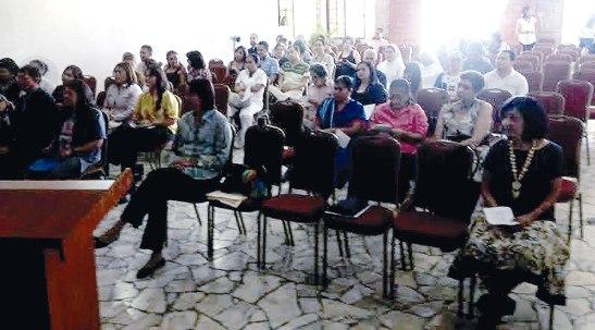 Los participantes en la Sala de la Jornada Multidisciplinaria.