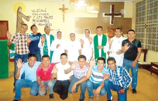 Los seminaristas y  algunos formadores del Seminario Pablo VI.