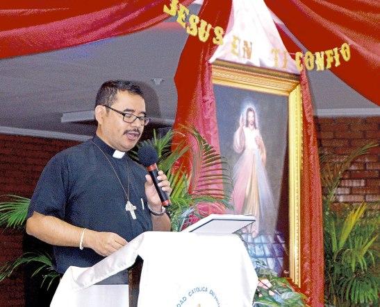 El Padre Martín Pastrana les habló acerca de cómo ser un Soldado Adorador del Santísimo y también sobre la fiesta de la Divina Misericordia.