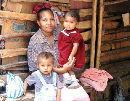 A ejemplo de María, las madres juegan un papel muy importante en la educación y formación de valores  cristianos y morales en sus hijos.