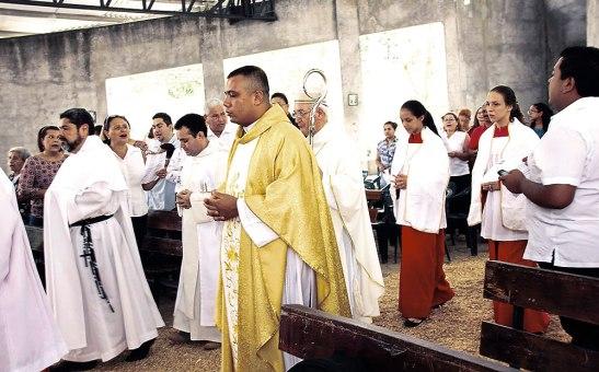 Monseñor Ángel Garachana celebró con las comunidades de la Stybis.