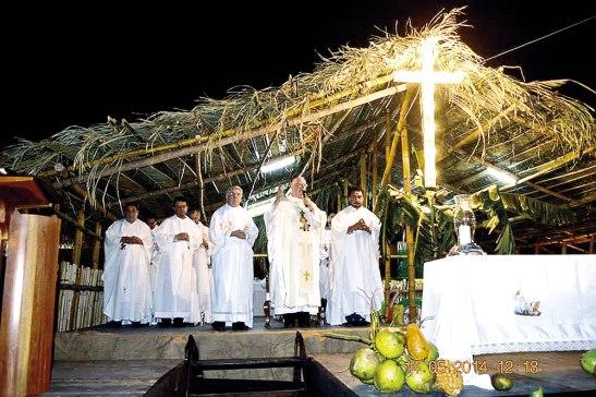 Monseñor Lenihan en la Eucaristía inaugural de la Expo Vigilia.