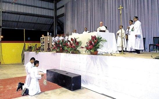 Monseñor Lenihan en Eucaristía inaugural de la Expo Vigilia.