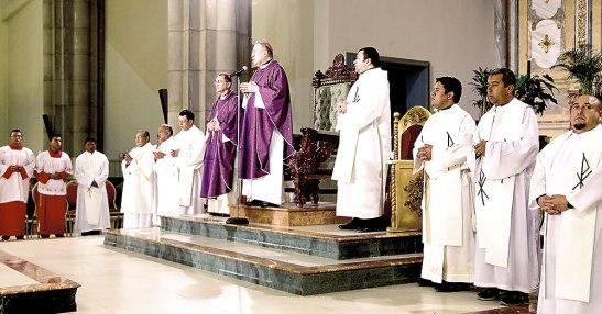 La Eucaristía fue presidida por el Cardenal Rodríguez y concelebrada por Monseñor Juan José Pineda y varios sacerdotes.