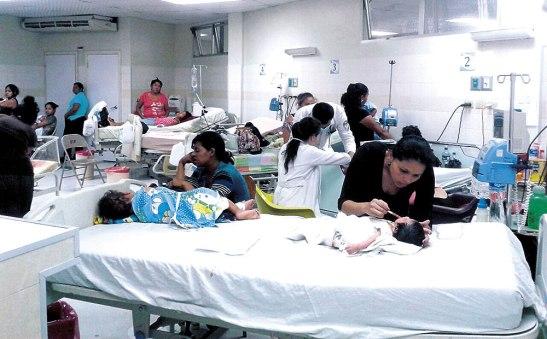 Las salas del Hospital Escuela se encuentran abarrotadas de pacientes con Dengue y Chikungunya.