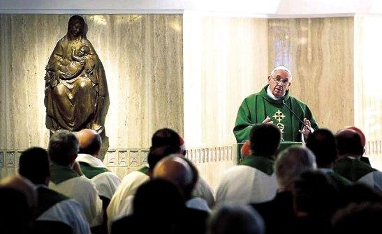 El Papa Francisco invito a los feligreses a ser fieles a la identidad cristiana que como bautizados poseemos.