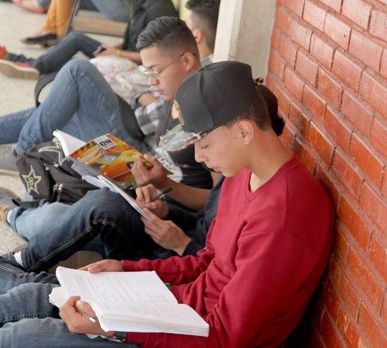"""""""El camino para vencer la ignorancia y para tener ideas y criterios es la lectura, hay que leer"""" padre Juan Ángel López."""