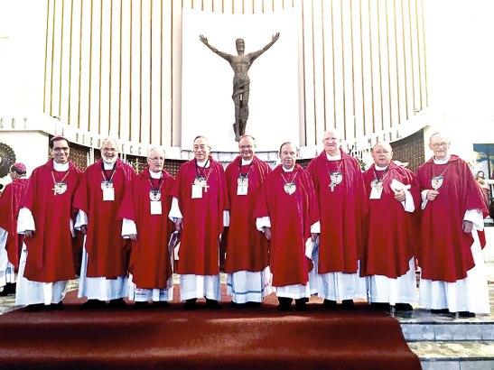 Parte de la Conferencia Episcopal de Honduras con Monseñor Escobar Alas.
