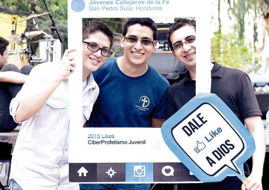 Eduardo Osorio, Luis José Vásquez e Ivan Zamora, equipo Ciberprofetismo Juvenil en Honduras.