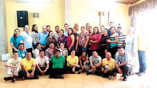 Grupo de participantes en el taller de familias sanas y fuertes, con él la diócesis impulsa nuevos espacios de formación para la Pastoral Familiar.