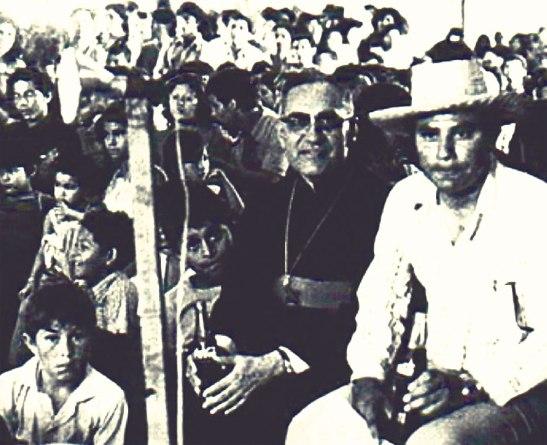 """""""Ante la desesperación de muchos, la Iglesia tiene siempre una palabra de esperanza"""": Monseñor óscar A. Romero."""