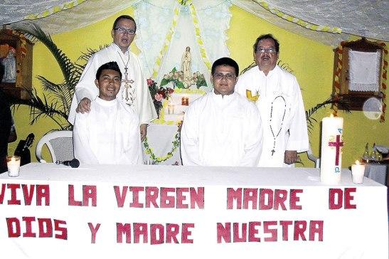 Fray Edgar Ramírez,  acompañado de Fray Ramiro Lazo y dos seminaristas celebraron la Eucaristía en honor  a la Virgen de Fátima.