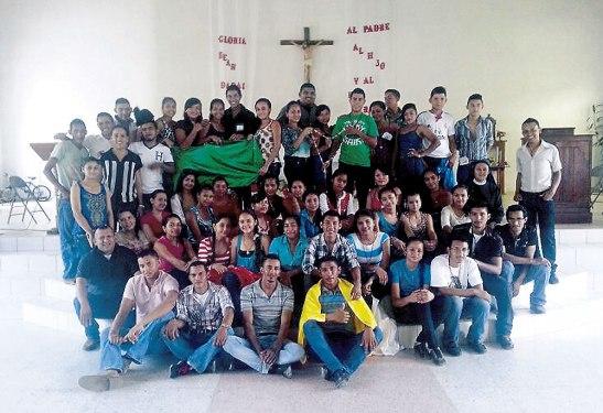 Grupo de jovenes participantes en la escuela de liderazgo misionero juvenil.