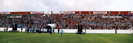 El estadio Carlos Miranda resultó insuficiente para la cantidad de personas que estuvieron en esta vigilia.