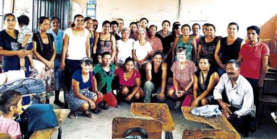 Parte del grupo de mujeres que han sido beneficiadas con los microcréditos       que patrocina la parroquia San Pedro de DeLand, Florida.