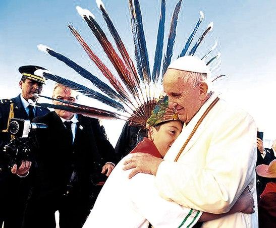 Los niños se sienten acogidos con el abrazo del buen pastor.