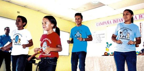 """Los pequeños aprenderán canciones y bailes con mensajes positivos. A bailar, cantar y a practicar los valores junto a """"Honestín""""."""
