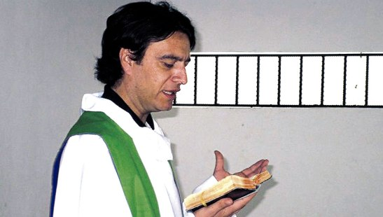 El padre Ferdinando Castriotti, predica no solo con la palabra de Dios, sino también con el ejemplo.
