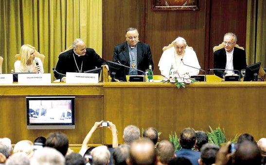 Francisco pidió a los gobernantes tomar conciencia de la destrucción que se produce en el planeta.