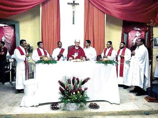 Entre los concelebrates estuvieron los presbíteros Simón Cerrato, Milton Torres y el diácono Mauricio Pérez, todos recién ordenados.